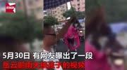 岳云鵬穿紅色雨衣搭拖鞋接孩子放學,太接地氣,鄭敏:我都認錯了