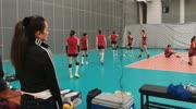 巩俐现身中国女排训练现场 中国女排进驻北仑