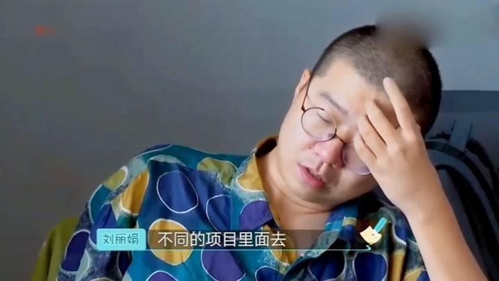 """李诞开完会以后都没人理好可怜,经典""""诞躺""""很舒服嘛"""