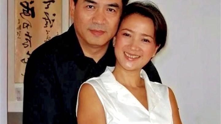 55歲何晴三婚老公曝光,原來是大家熟悉的他,婚后至今恩愛1有