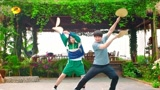 《向往的生活》第4季沙雕宣傳片——何炅、黃磊、彭昱暢、張子楓組團打椰子、逗孔雀