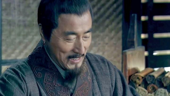 楚漢傳奇:韓信初次見蕭何想何他談論國家大事,賴何蕭何轉身就走