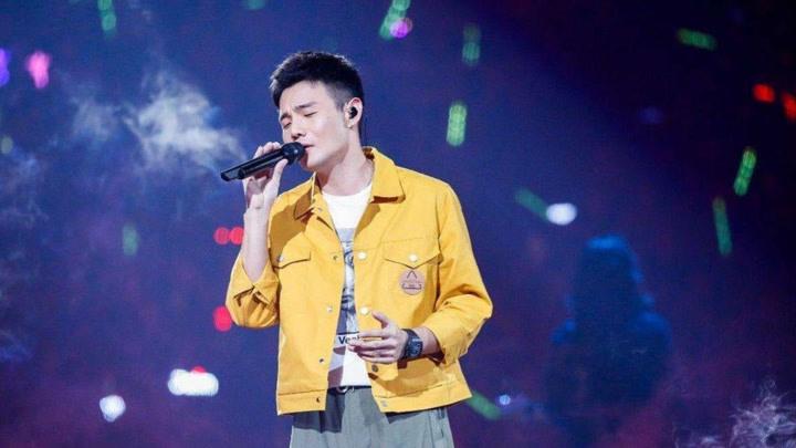 李榮浩演唱的一首歌,歌詞很扎心,千萬別一個人的時候聽!