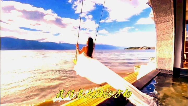 美女歌手譚維維演唱的一首經典愛情歌曲《花房姑娘》