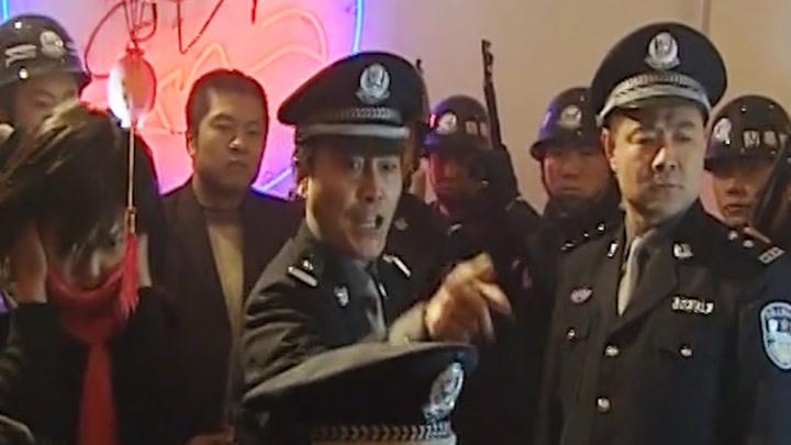 市公安局抓赌,怎料县公安局带冲锋枪来阻拦,太猖狂了!
